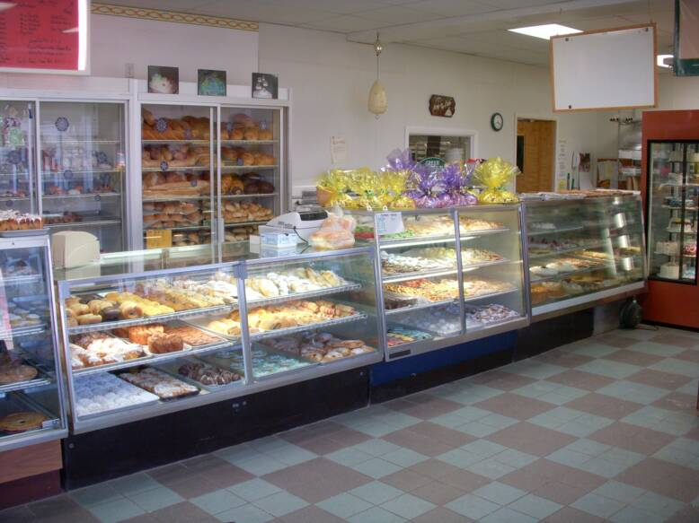 Icing On The Cake Is A Family Owned Operated Bakery Brenden And Kim Cortina Opened Icing On The Cake Bakery In 1987 Brenden S Passion For Baking Came